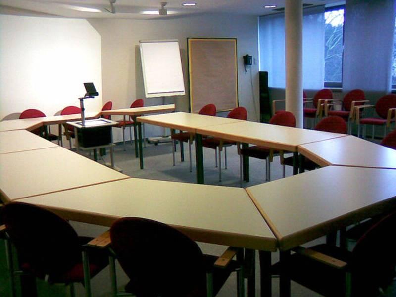 preise und ausstattung haus der volksarbeit e v frankfurt am main. Black Bedroom Furniture Sets. Home Design Ideas